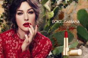 monica-bellucci-photoshoot-for-dolce-gabbana-s-classic-cream-spring-2014_1