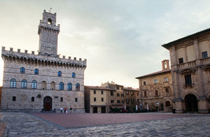 montepulciano_piazza_grande  best private tours in Italy
