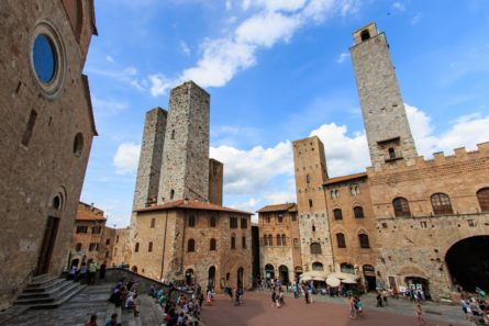 Central sqaure of San Gimignano – Tuscany