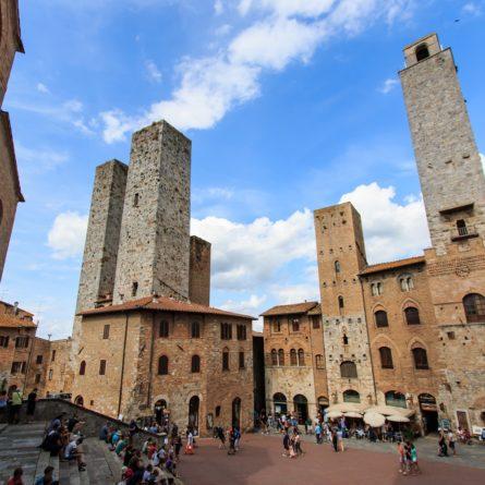 Central sqaure of San Gimignano – Tuscany