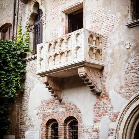 verona-balcony-juliette-shutterstock_153529694